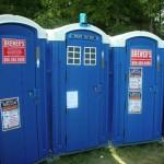 Un bagno chimico o un TARDIS?