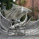 Un drago d'acciaio come cancello