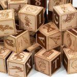 I dadi di legno per bambini NERD