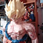 Goku Super Sayan fatto interamente di carta