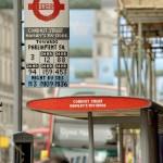 Una fermata del bus fatta di LEGO per le strade di Londra