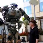 Adam Savage presenta uno spettacolare robot al Comic-Con